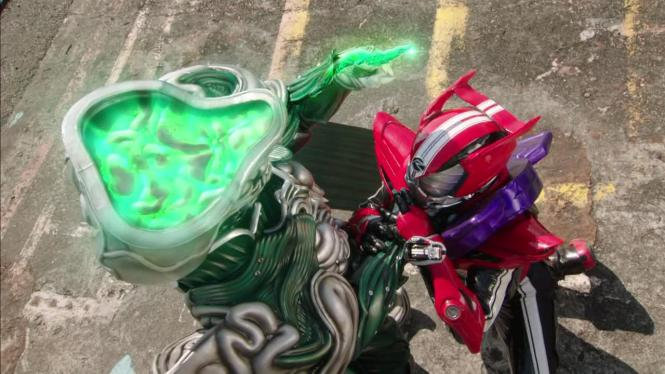 [Over-Time] Kamen Rider Drive - 05 [9E1D9999].mkv_snapshot_22.34_[2014.12.16_21.46.02]